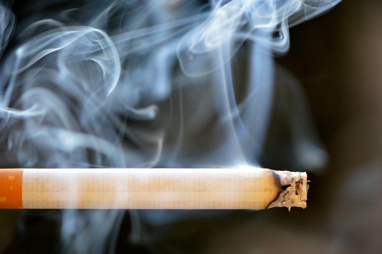 Czy palenie e-papierosów może szkodzić bardziej niż palenie zwykłych papierosów?